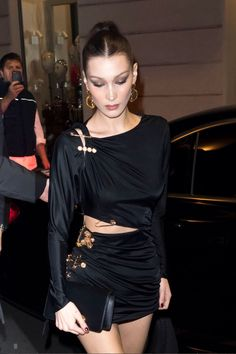 All of Bella Hadid's Best Outfits, in One Place Bella Hadid Outfits, Bella Hadid Style, Fashion Models, High Fashion, Fashion Edgy, Fashion Fall, Gigi Hadid, Outfits Otoño, Older Women Fashion