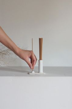 The Kura Studio Hold & Release incense holder not only looks beautiful it's also a practical solution to everyday storage of incense sticks. Ceramic Pottery, Pottery Art, Ceramic Art, Ceramic Painting, Slab Pottery, Pottery Studio, Ceramic Bowls, Diy Incense Holder, Ceramic Incense Holder