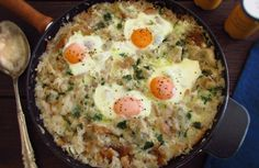 Want to cook a traditional, nutritious and delicious meal for a winter lunch? We suggest you to prepare Portuguese migas (crumbs) with poached. Egg Recipes, Wine Recipes, Portuguese Recipes, Portuguese Food, Gourmet Desserts, Plated Desserts, Good Food, Yummy Food, Fiber Foods