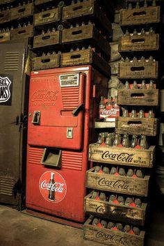 Coca-Cola, Coke an oldie for sure, vending machine Coca Cola Drink, Coca Cola Bottles, Pepsi Cola, Vintage Coca Cola, Photo D'architecture, Soda Machines, Vending Machines, Coke Machine, Always Coca Cola