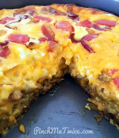 Deep Dish Breakfast Pizza - Pinch Me Twice - So I spent all last night updating my website, and I'm super sleepy, but I wanted to share with y - Pizza Recipes, Casserole Recipes, Keto Recipes, Breakfast Pizza, Breakfast Recipes, Breakfast Ideas, Egg Pizza, Camping Meals, Camping Recipes