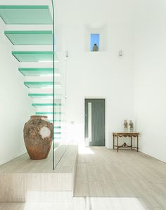 7 Glass Staircases That Will Make You Feel Like Youre Floating On Air (PHOTOS)