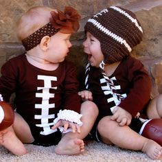 Under The Hooded Towels Brown Football Ruffle Long-Sleeve Bodysuit - Infant Twin Babies, Cute Babies, Baby Kids, Baby Boy, Twin Boys, Baby Pictures, Baby Photos, Football Baby, Football Season