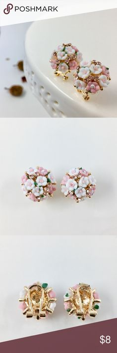 ✨🌸A pair of Blooming Flower Earrings🌸✨ ✨🌸💐Lovely floral earrings of light pink color will be an excellent bright jewelry complementing the spring and summer outfit and improve your mood. 💐🌸✨  ✔️Brand new  🛍Bundle 3 items or more to SAVE 10% NOW  ❄️Holiday Special, receive a free mystery fruit soap with every purchase Now thru DEC 31, Hurry the deal will end soon ⛄️💨 Jewelry Earrings