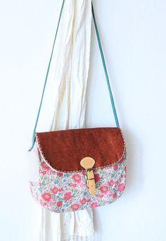 purse pattern - actual link http://blog.sina.com.cn/s/blog_548dcf3c0100x2jj.html