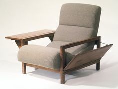 Russel Wright low chair with folding arms Dream Furniture, Home Decor Furniture, Cool Furniture, Modern Furniture, Furniture Design, Handmade Furniture, Vintage Furniture, Retro Living Rooms, Living Room Green