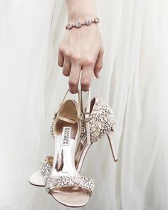 "e520cf881 Green Wedding Shoes   Jen ( greenweddingshoes) på Instagram  ""There is"