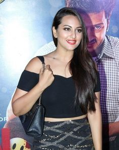 Sonakshi Sinha, Bollywood Celebrities, Indian Beauty, Indian Actresses, Bolly Wood, Curvy, Camisole Top, Beautiful Women, Tank Tops
