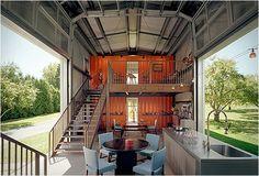 Incrível casa feita com containers pelo arquiteto americano Adam Kalkin. #casacontainer