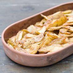 Nicht nur die Kartoffel selbst, sondern auch die Schale der Knolle eignet sich hervorragend, um daraus knusprige Chips zu machen. Wir zeigen, wie es geht.
