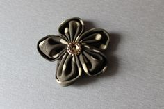 Broszka- kwiat z materiału w urocze groszki
