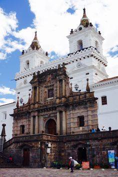 Église de San Francisco à Quito, Équateur, datant du 16ème siècle / San Francisco Church, the first church built in Quito, Ecuador