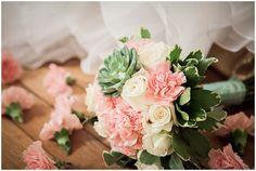 fallen bouquet  | Fairytale weddding theme on French Wedding Style © Rebecca V. Plasticienne Photographe Photographe Mariage Ile de France Normandie