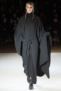 Yohji Yamamoto Fall 2015 Ready-to-Wear Collection Photos - Vogue