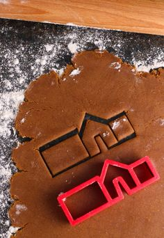 A recipe for adorable and flavorful mini gingerbread house cookies that are sure to delight your friends and family! Easily sits on the edge of a mug too! Holiday Treats, Christmas Treats, Christmas Baking, Christmas Holidays, Xmas, Italian Christmas, Gingerbread House Designs, Christmas Gingerbread House, Gingerbread Houses