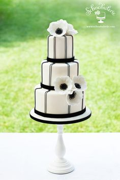Art Deco Inspired by Josef Hoffmann's Wiener Werkstätte this Most Beautiful Wedding Dresses, Beautiful Wedding Cakes, Perfect Wedding Dress, Beautiful Cakes, Amazing Cakes, African Traditional Wedding, White Cakes, Engagement Cakes, Cake Trends