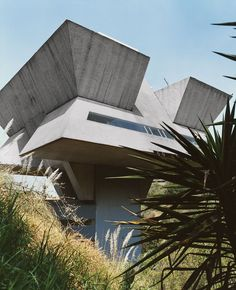 Maverick architect Agustín Hernandez was one of the first to introduce pre-Hispanic motifs into Mexican modernism. The 82-year-old lives and works in this cantilevered concrete tower high above Bosques de las Lomas.