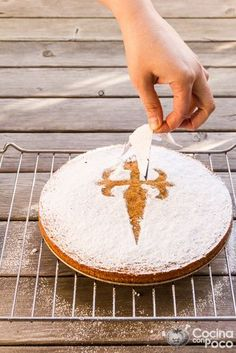 - Tarta de Santiago – Traditional recipe step by step Wheat Free Recipes, Almond Recipes, New Years Eve Dessert, Spanish Dishes, Easy Eat, Latin Food, Pastry Cake, Christmas Desserts, Cakes And More
