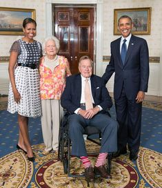 President Barack and Michelle Obama with Former President George and Barbara Bush Presidents Wives, Black Presidents, American Presidents, American History, Barak And Michelle Obama, Barrack And Michelle, Obama Photos, Presidente Obama, Barack Obama Family