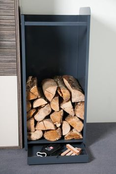 Wood Storage Ideas Indoor Log Store New Ideas Indoor Firewood Rack, Firewood Holder, Firewood Logs, Cabin Fireplace, Fireplace Tools, Fireplace Design, Wood Storage Rack, Firewood Storage, Fire Pit Grill
