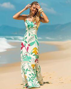 A imagem pode conter: 1 pessoa, em pé e atividades ao ar livre Modest Dresses, Strapless Dress Formal, Casual Dresses, Fashion Dresses, Floral Maxi Dress, Dress Up, Cute Summer Dresses, Summer Maxi, Frack