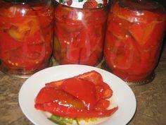Рецепт маринованного перца с медом на зиму 7 кг. перца, 1 пучок петрушки, 2 головки чеснока. *для маринада: 2 литра воды, 1 стакан сахара, 1 стакан 9% уксуса, 1 стакан растительного масла, 100 гр. меда, 2 ст. л. соли.  Пошаговый рецепт: 1. Перец моем удаляем у него хвостики с семенами и складываем в большую кастрюлю, в которой мы уже приготовили маринад.  2.Маринад готовим так: Растворяем в воде соль, сахар, мед. Добавляем растительное масло и уксус. Доводим до кипения и добавляем…