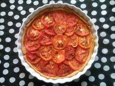 Aprenda a fazer uma Torta de Tomate com poucos ingredientes. Receita fácil para o almoço ou jantar.