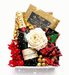 Awesome Moet Flower Gift Box just added. Chocolate Coated Strawberries, Hampers Online, Cake Branding, Big Cakes, Moet Chandon, Chocolate Coating, Gift Hampers, Cake Shop, Online Gifts