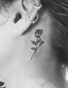 Tatuagem de flor pequena atrás da orelha #rose  tattoo * rosa * delicada * pequena *