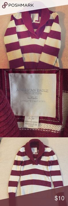 Women's American Eagle Sweater Women's American Eagle sweater size small. Fashionable, larger neck off white and cranberry. Perfect for fall and winter. American Eagle Outfitters Sweaters Crew & Scoop Necks