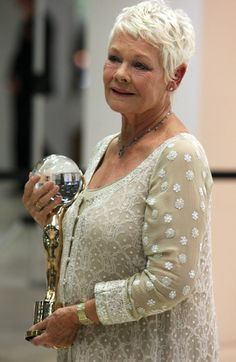 http://www.laineygossip.com/Content/images/articles/judi%20dench%2006jul11%2002.jpg