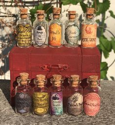 Cosplay Harry Potter Halloween Small Apothecary Potion Bottles For Harry Potter Party Decoration Prop - Objet Harry Potter, Classe Harry Potter, Harry Potter Potions, Harry Potter Bedroom, Harry Potter Diy, Harry Potter Christmas Decorations, Harry Potter Ornaments, Halloween Decorations, Harry Potter Wedding