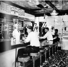 Little Tavern @ 84 West S... Annapolis, MD... circa 1937 (Best hamburgers in town!) Annapolis Maryland, Naval Academy, Hamburgers, Mary Land, Old School, Diners, Baltimore, Hawaii, Restaurants