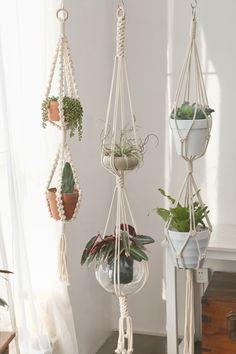 Large Hanging Planters, Macrame Hanging Planter, Macrame Plant Hangers, Hanging Plants, Plants Indoor, Home Crafts, Diy Crafts, Creation Deco, Macrame Design