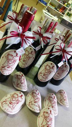 Ecco la bellissima e originale bomboniera scelta dagli sposi Stefano ed Erica. Un'etichetta personalizzata in ceramica su una bottig...