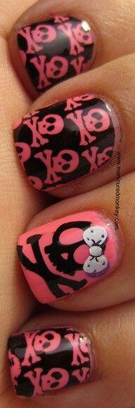 Skull nails ♥