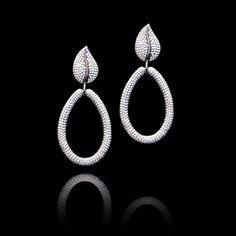 Nos encantan estos hermosos #zarcillos elaborados en oro de 18k con rodio negro y delicados #diamantes… #AltaJoyeria #PiezasKohinor #KohinorJoyas #JoyeriaExclusiva #Joyas #Joyeria #Arte #Kohinor