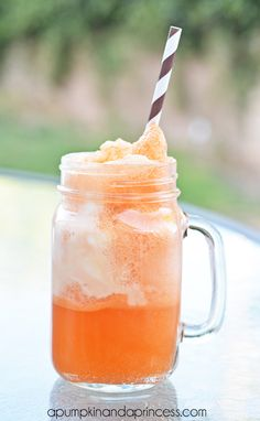 Orange Creamsicle Ice Cream Float - fun ice cream float party! Who doesn't ♥ a good float?!?  #BHGSummer