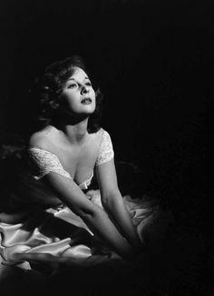 Susan Hayward, 1949 (via hedda-hopper)