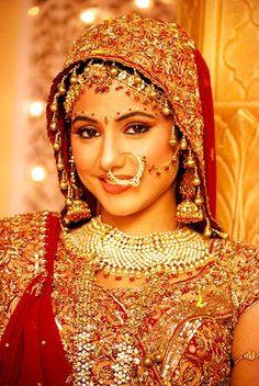 Hina Khan looking gorgeous as bridal Akshara in Yeh Rishta Kya Kehlata Hai Beautiful Indian Brides, Beautiful Bride, Beautiful Women, Desi Wedding, Wedding Wear, Wedding Ceremony, Indian Marriage, Punjabi Bride, Wedding Gallery
