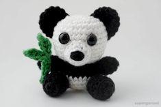 Der Panda, der Bär mit der weltweit einseitigsten Ernährung. Da Bambus so unglaublich nährstoffarm ist bleibt diesen gemütlichen