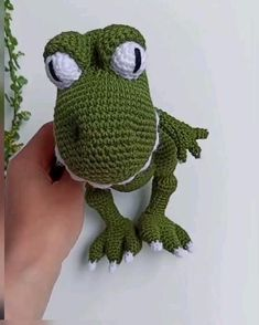 Crochet Stitches Uk, Treble Crochet Stitch, Single Crochet Stitch, Crochet Hook Sizes, Crochet Toys Patterns, Crochet Basics, Crochet Hooks, Crochet Dinosaur Pattern Free, Dragon En Crochet