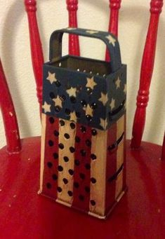 Americana painted cheese grater - this is soooooo completely random! Americana Crafts, Patriotic Crafts, Country Crafts, Primitive Crafts, Primitive Candles, Fourth Of July Decor, 4th Of July Decorations, July 4th, Diy Crafts For Adults