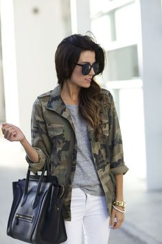'Hello Fashion' Camo Jacket, such a verstaile piece to complete any go-to look. Mode Camouflage, Camouflage Fashion, Camo Fashion, Look Fashion, Camouflage Jacket Women, Fall Winter Outfits, Autumn Winter Fashion, Fashion Spring, Outfits Mujer