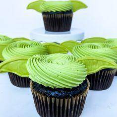 Star Wars Cupcakes, Star Wars Cookies, Star Wars Cake, Star Wars Party, Star Wars Birthday, Birthday Fun, Yoda Cake, Star Wars Food, Custom Cupcakes