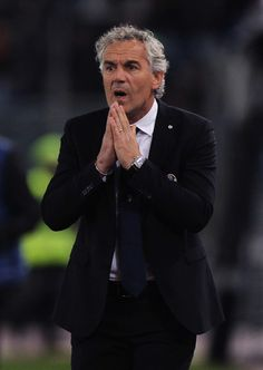 Bologna FC head coach Roberto Donadoni reacts during the Serie A match between AS Roma and Bologna FC at Stadio Olimpico on November 6, 2016 in Rome, Italy.