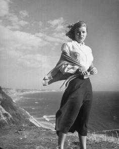 Barbara Bel-Geddes Barbara Bel Geddes, Glynis Johns, Television Program, Classic Beauty, Old Hollywood, Golden Age, Movie Stars, Tv Series, Normcore