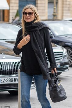 Kate Moss looks stylish as she arrives at the Hotel Ritz in Paris Outfit: The model cut a stylish figure Long Black Jumper, Black Jumper Outfit, Moss Fashion, Paris Fashion, Estilo Kate Moss, Kate Moss Style, Paris Outfits, Cool Style, My Style