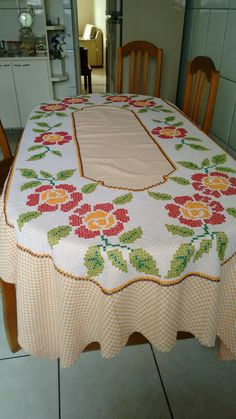 Handmade Crafts, Diy And Crafts, Chicken Scratch Embroidery, Hardanger Embroidery, Cross Stitch Flowers, Fabric Painting, Cross Stitching, Needlework, Quilts
