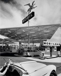 Mobil Gas Station, Anaheim, CA  |   Smith & Williams, Architects by Julius Shulman (1956)